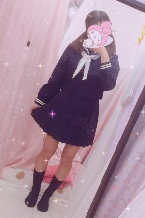 るあな(2000年生まれJK中退年齢18歳)